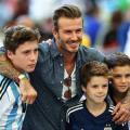 David Beckham presta su avión a padres de jugadores del Arsenal Academy