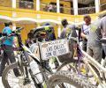 Las autoridades se retan a recorrer más de 30 kilómetros en bicicleta el domingo