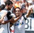 Corinthians gana y alarga su ventaja como puntero
