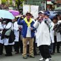 Gobierno asegura que no habrá persecución a médicos por mala praxis